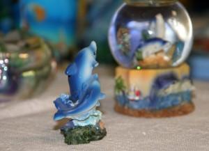 Delfīnu kolekcijas izstāde bibliotēkā