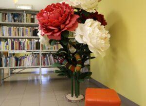J.Egliņas lielformāta ziedu izstāde